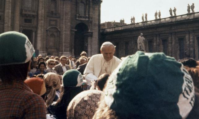 Papieża uratowała mała dziewczynka. Dlatego zamachowiec chybił