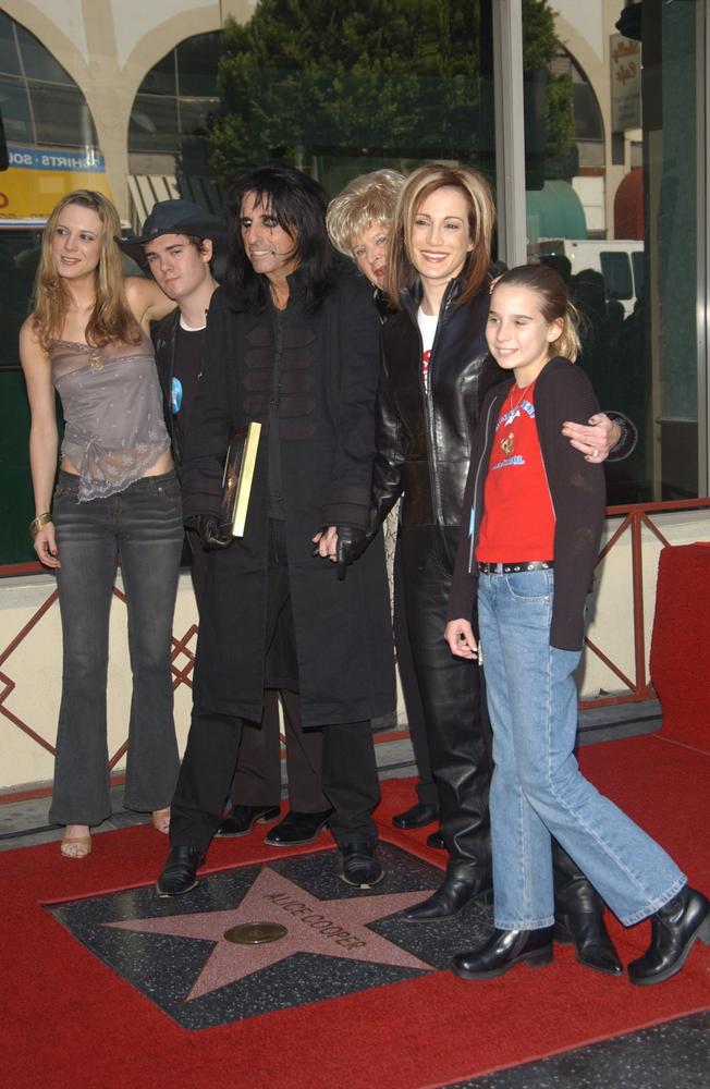 Alice Cooper z rodziną na Hollywood Walk of Fame – grudzień 2003 roku