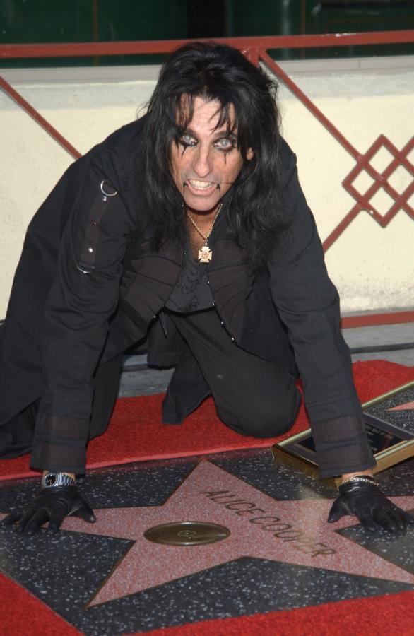 Alice Cooper uhonorowany gwiazdą na Hollywood Walk of Fame – grudzień 2003 roku