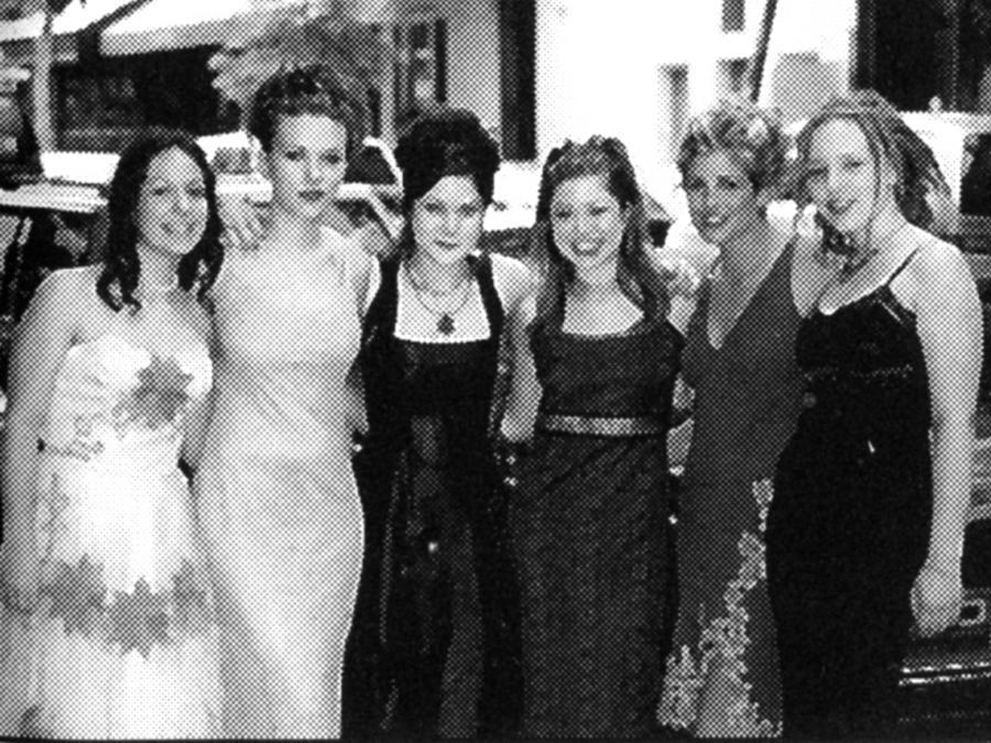 Scarlett Johansson z koleżankami w 2002 roku