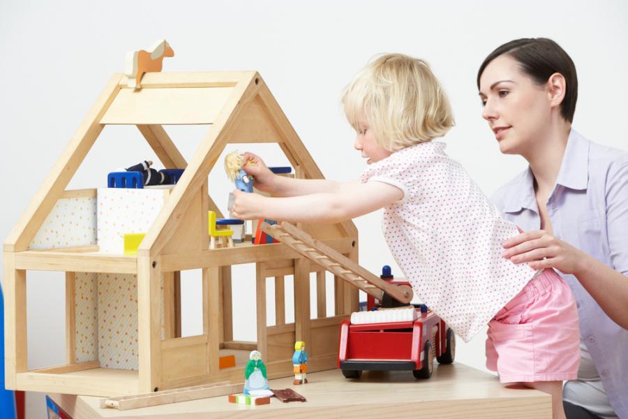 Zbuduj dom dla lalek lub karmnik dla ptaków