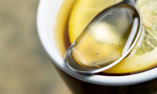 Sposoby na grypę i przeziębienie. Czy miód, rosół, witamina C naprawdę działają?