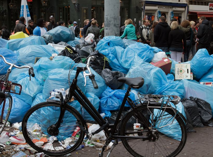 Śmieci na ulicach Amsterdamu