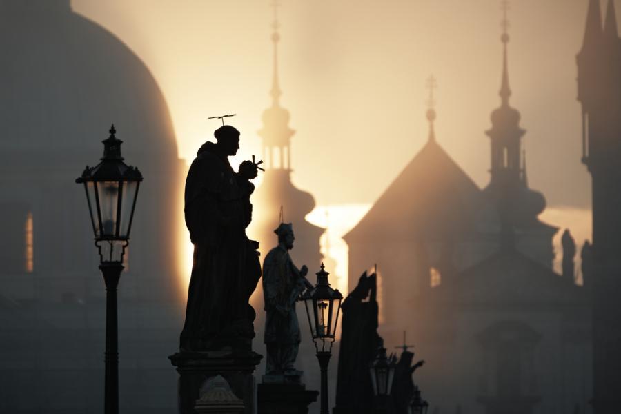 Most Karola w Pradze o świcie