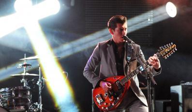 """Arctic Monkeys śpiewają """"All My Loving"""""""