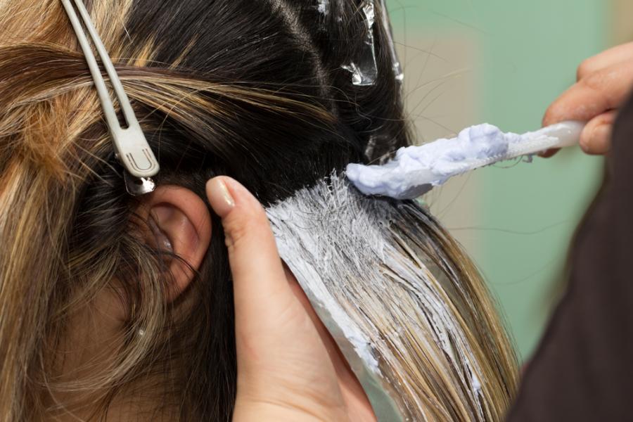 Jak dbać o włosy wiosną?