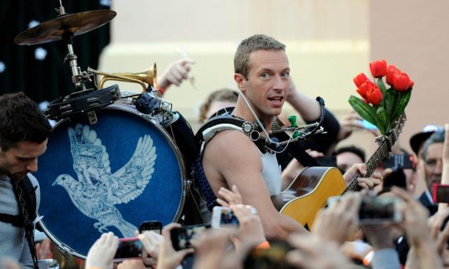 Chris Martin śpiewa i gra na ulicach Sydney [ZDJĘCIA]