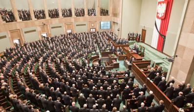 13 posłów i jeden senator tracą mandaty po wyborach samorządowych
