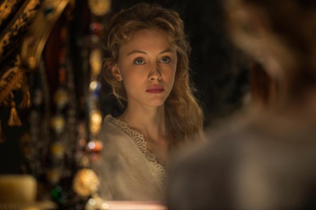 "Sarah Gadon w filmie ""Dracula: historia nieznana"""