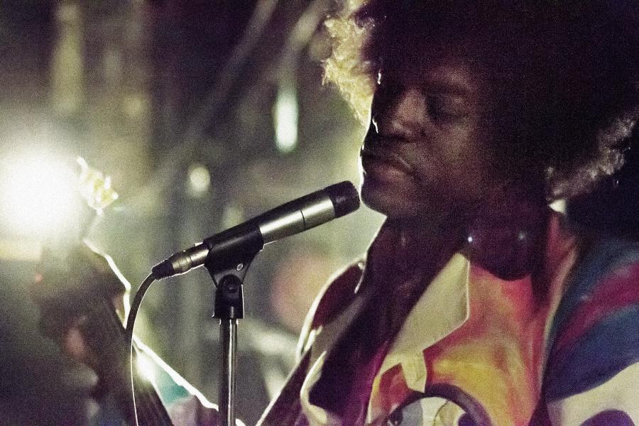André Benjamim jako Jimi Hendrix w \
