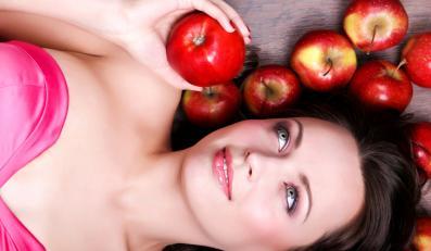 Kobieta z jabłkami