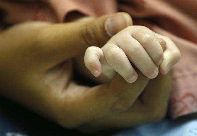 Dziecko urodzone przez surogatkę w Tajlandii