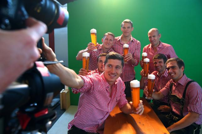 Robert Lewandowski przyłapany na piwie z kolegami z Bayernu