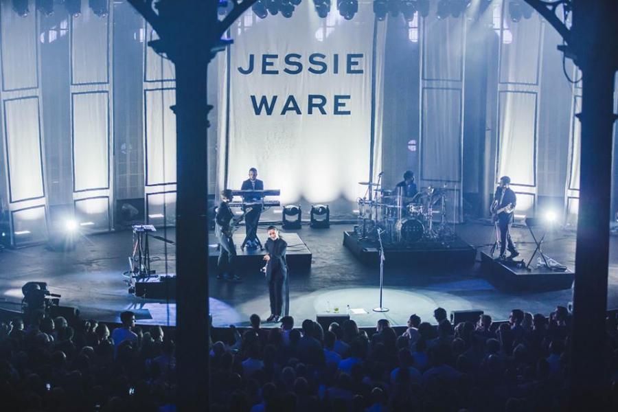 Jessie Ware podczas występu na #iTunesFestival