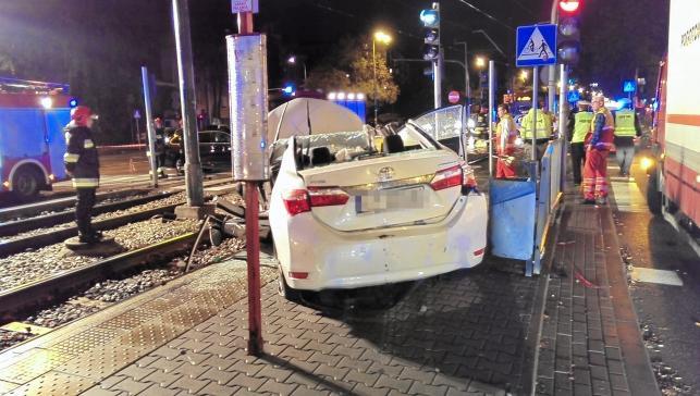 Poseł PiS Zbigniew Girzyński miał wypadek. Na zdjęciu rozbita toyota polityka