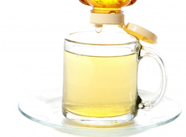 Warto pić ciepłą wodę z miodem