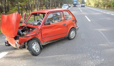 Rozbity maluch po wypadku na drodze krajowej numer 19