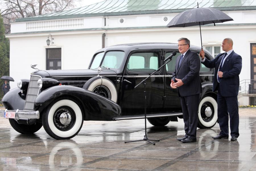 Cadillac Fleetwood Seven Passenger Limousine model 355D
