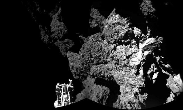 Sonda Philae zaczęła przesyłać pierwsze dane i... poszła spać! GALERIA ZDJĘĆ