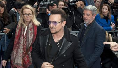 "Bono w drodze na nagranie ""Do They Know It's Christmas?"""