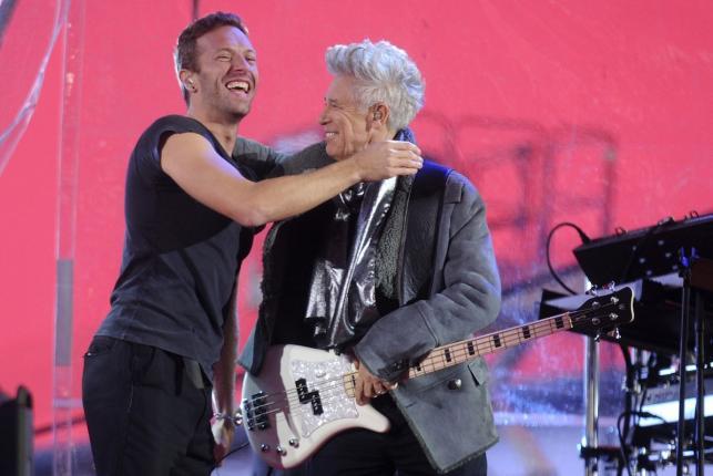 Chris Martin i Adam Clayton podczas koncertu na Times Squere