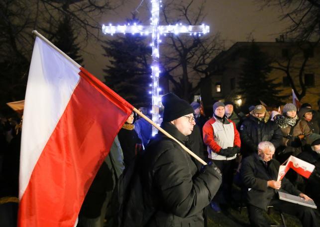 Demonstracja przed domem generała Czesława Kiszczaka na warszawskim Mokotowie