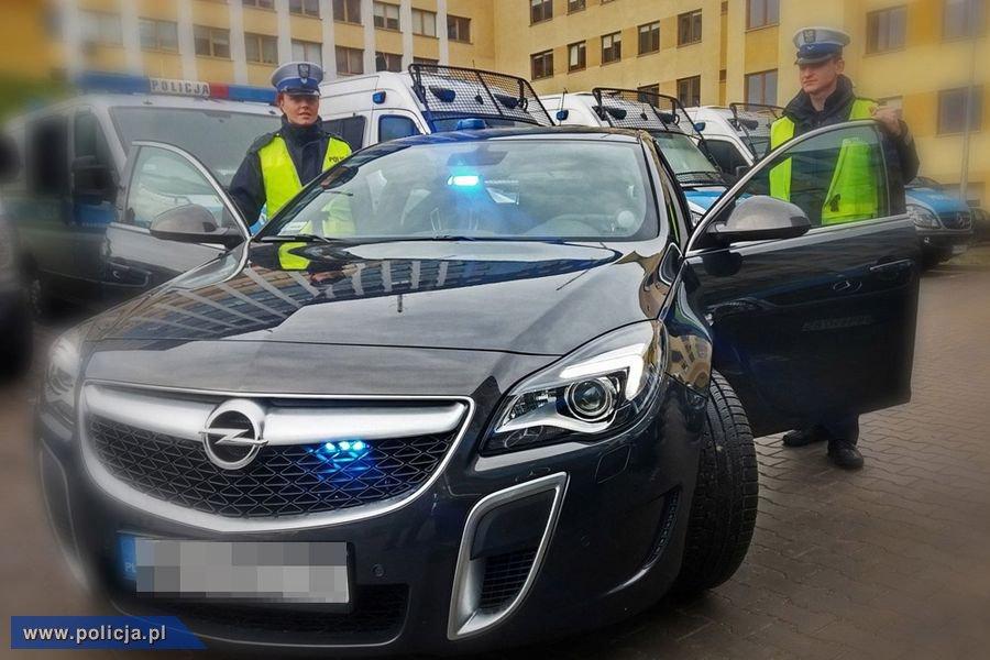 Opel insignia opc - nieoznakowany radiowóz policji