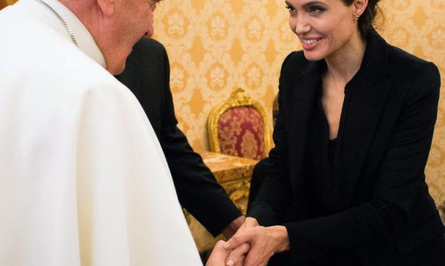 Angelina Jolie z wizytą u papieża Franciszka [ZDJĘCIA]