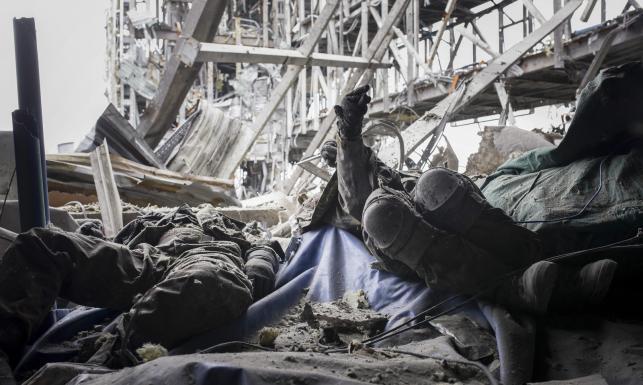 Ciała ukraińskich żołnierzy, ruiny, zgliszcza... ZDJĘCIA ze zdobytego lotniska w Doniecku