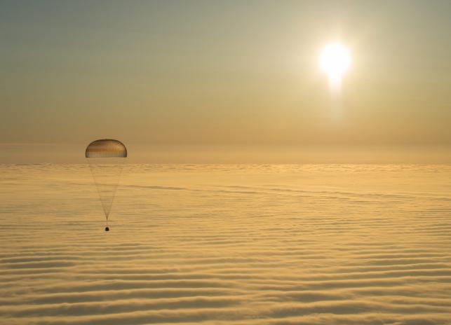 Lądowanie astronautów z ISS w Kazachstanie