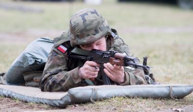 Rezerwiści podczas ćwiczeń mobilizacyjnych na poligonie 5. Pułku Chemicznego w Tarnowskich Górach