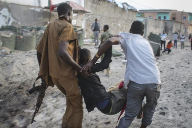 Akcja ratunkowa po zamachu na hotel w Mogadiszu w Somalii