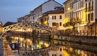 Most nad kanałem Naviglio Grande, Mediolan, Włochy