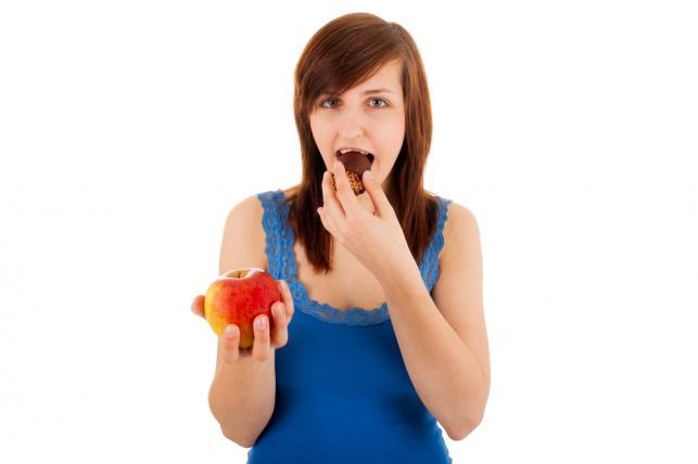 1. Zamień słodycze na owoce