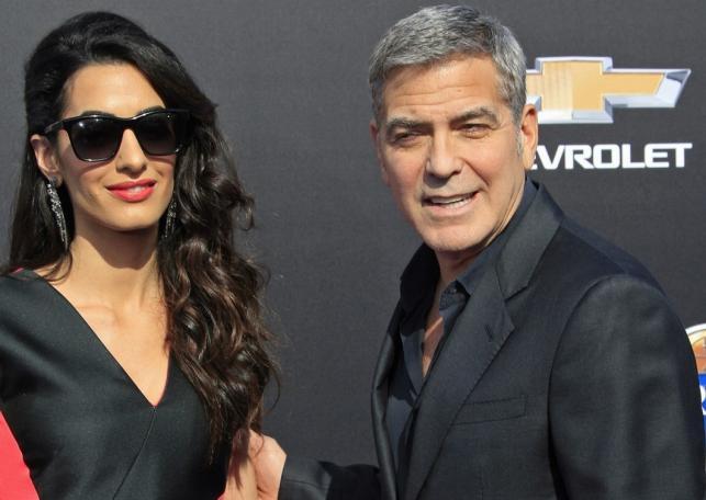 """George Clooney z żoną Amal na premierze """"Krainy jutra"""""""