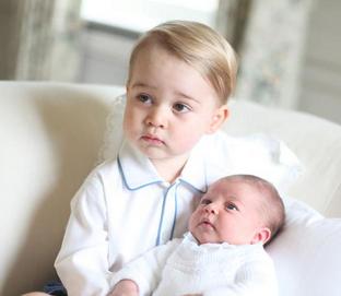 Opublikowali ZDJĘCIA dzieci Kate i Williama. Zrobiła je mama