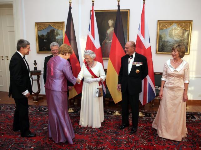 Angela Merkel, Joachim Sauer, Joachim Gauck, Królowa Elżbieta II, Książę Filip i Daniela Schadt (od lewej)