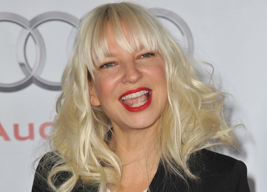 Sia Furler śpiewa \