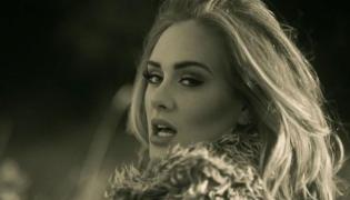 "kadr z teledysku Adele ""Hello"""
