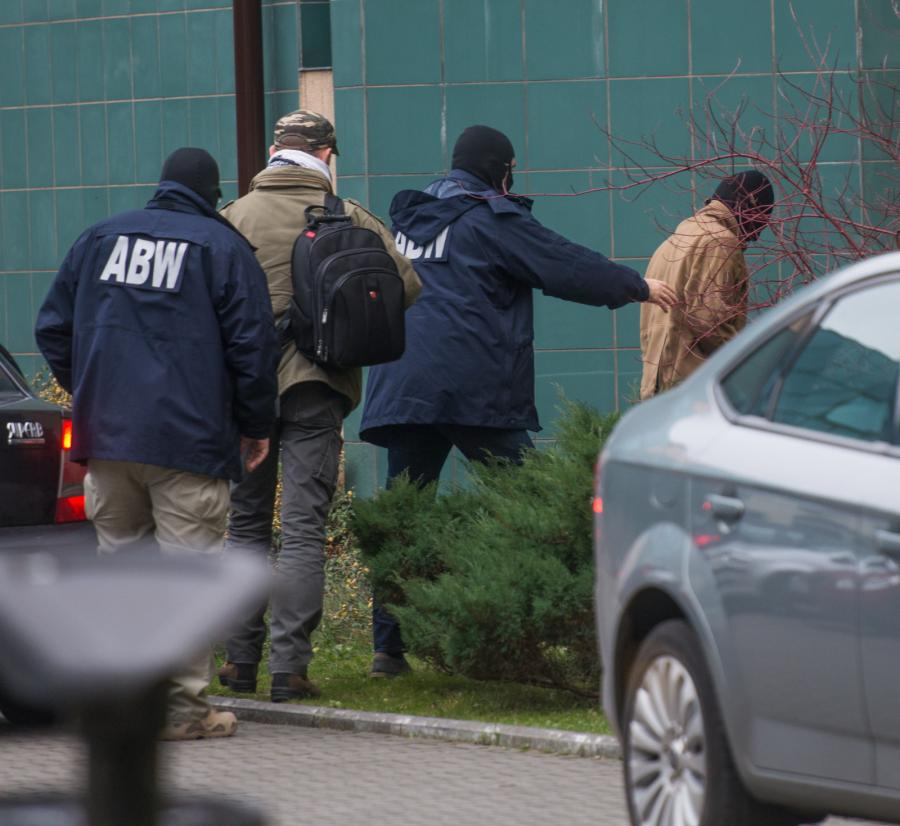Młody mężczyzna podejrzewany o udział w walkach w Syrii - po stronie Państwa Islamskiego, został przewieziony przez funkcjonariuszy ABW do łódzkiej prokuratury apelacyjnej