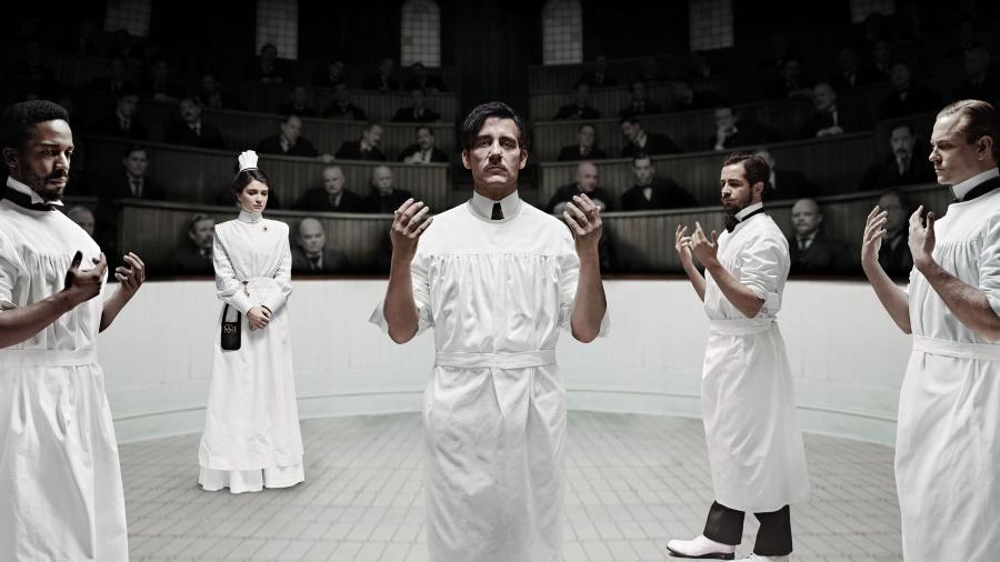 Clive Owen jako pionier chirurgii