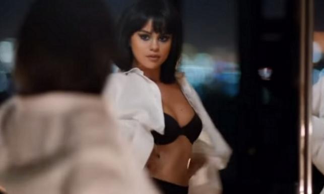 Selena Gomez w samej bieliźnie i szpilkach. Tak seksowna jeszcze nie była [ZDJĘCIA]