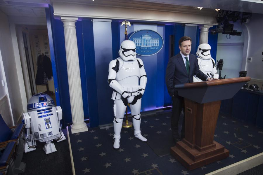 R2-D2 ze szturmowcami w Białym Domu