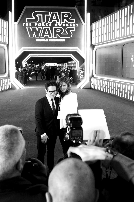 """J.J. Abrams i Katie McGrath na premierze """"Gwiezdnych wojen"""""""