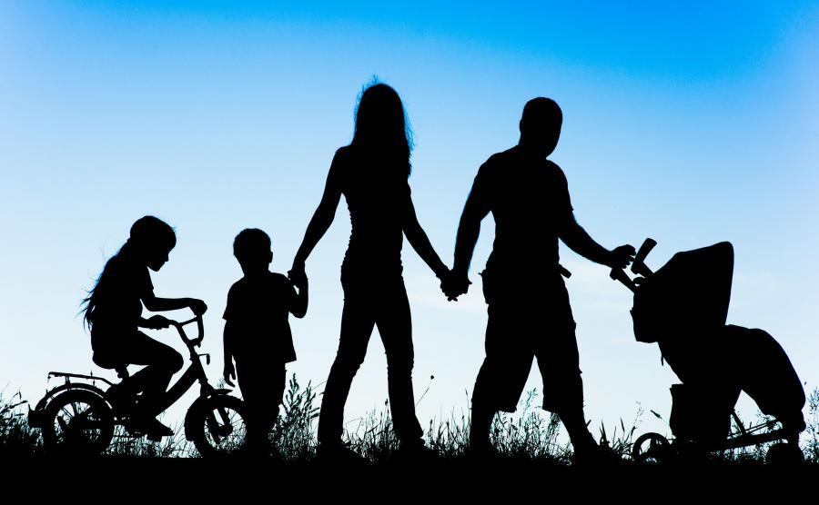 Rodzina z trójką dzieci