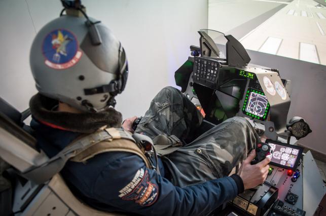 Symulator myśliwca F-16