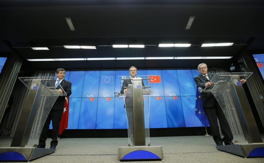 Premier Turcji Ahmet Davutoglu, szef Rady Europejskiej Donald Tusk i szef KE Jean Claude Juncker