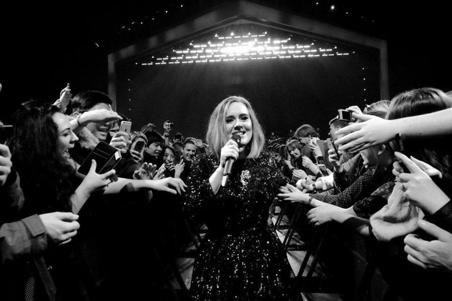 Adele oddała hołd ofiarom zamachów w Brukseli