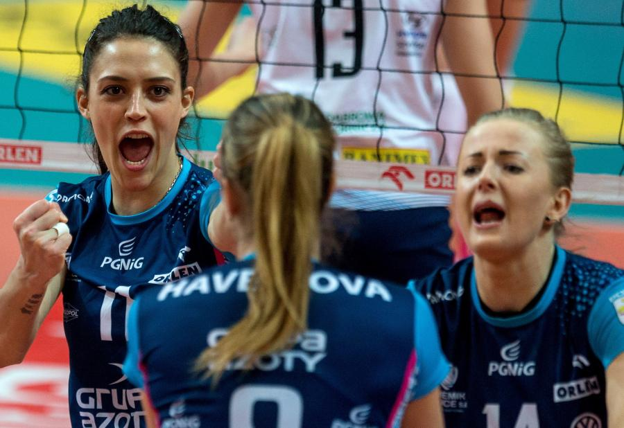 Siatkarki Chemika Police cieszą się podczas drugiego meczu półfinałowego Ekstraklasy z Tauronem MKS Dąbrowa Górnicza