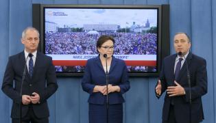 Posłowie Platformy Obywatelskiej Ewa Kopacz (C), Grzegorz Schetyna (P) i Sławomir Neumann (L)
